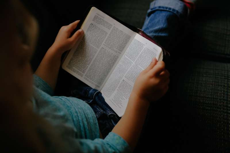 Girl reading a Bible: Pixabay: https://pixabay.com/en/kid-girl-child-reading-book-bible-2603859/