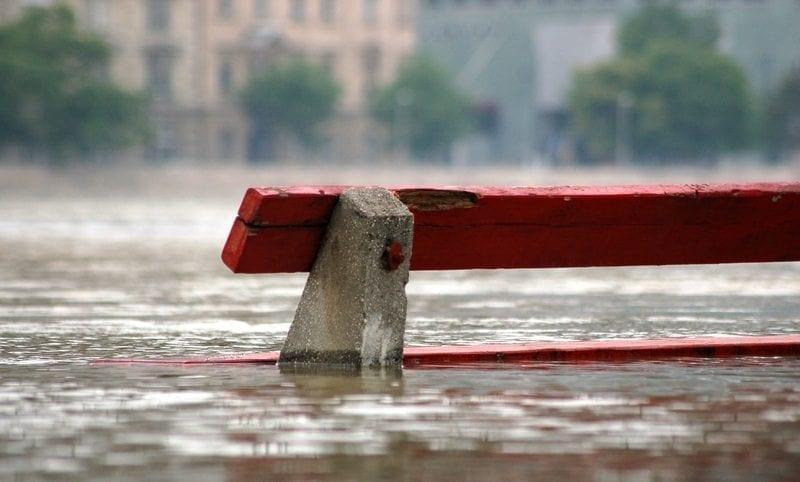 Flooded park bench: ID 30665417 © Komponens | Dreamstime.com