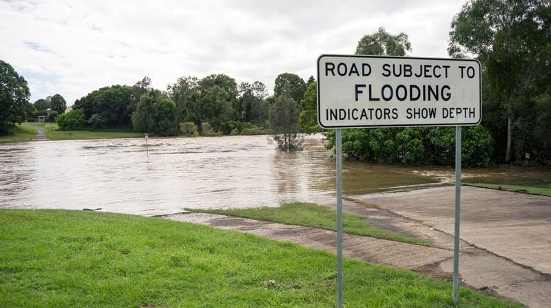 Road subject to Flooding sign with flooded road: ID 93023822 © Grey 18 | Dreamstime.com