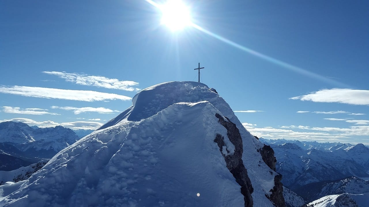 Snowy mountain summit with cross, photo credit: Max Pixel