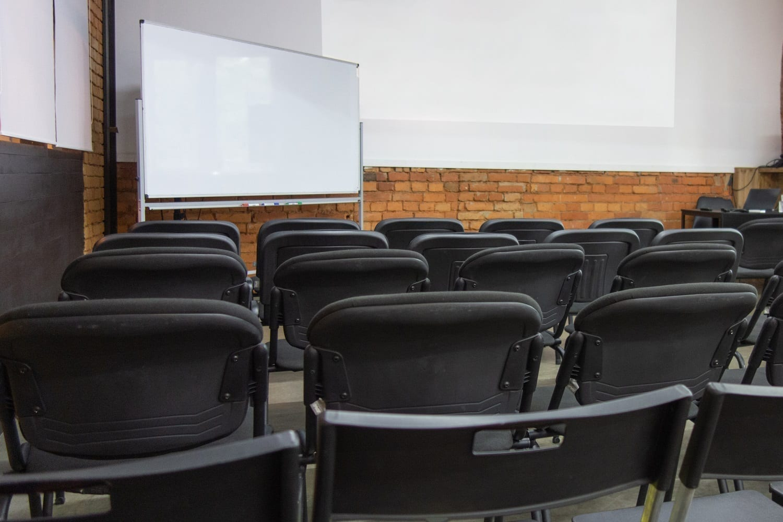 Empty presentation classroom: ID 159274690 © Dmytro Grynchenko | Dreamstime.com