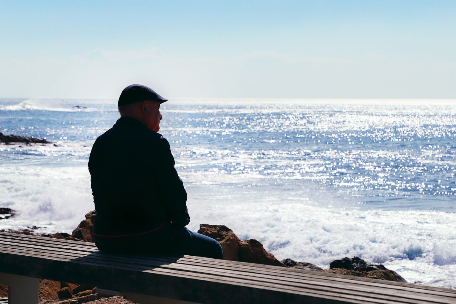 Old man sitting on a bench watching the ocean: ID 132930490 © Olena Klymenok | Dreamstime.com