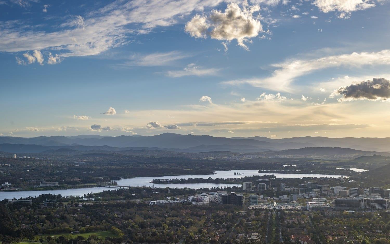 Canberra City from Mount Anisel: ID 80045271 © Chaiwat Leelakajonkij | Dreamstime.com