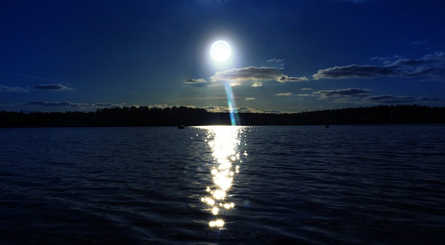 Full Moonlit lake: ID 104503135 © Sjstudio357 | Dreamstime.com