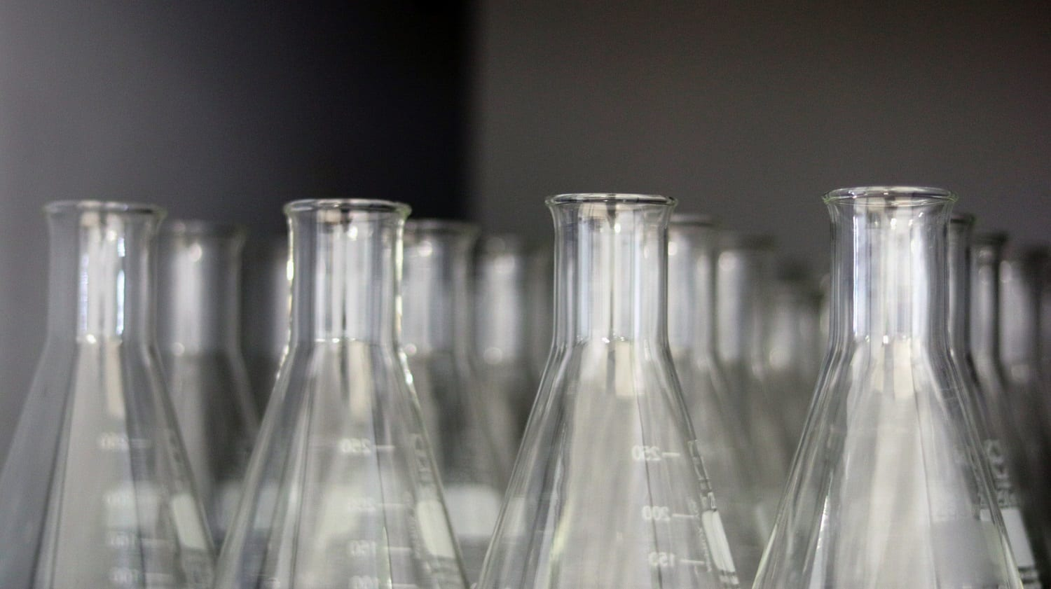 Erlenmeyer Flask tops in rows: ID 186306192 © Pakizo | Dreamstime.com