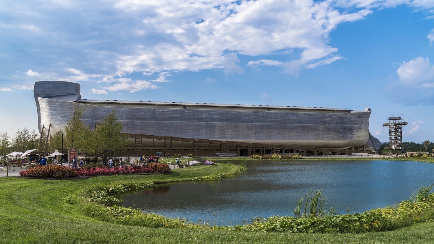 Ark Encounter with gardens and lake: Photo 98856178 © Helgidinson | Dreamstime.com