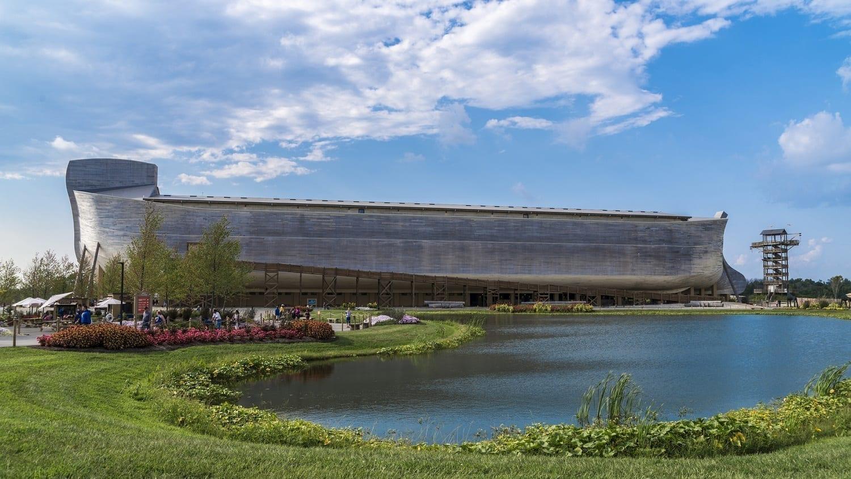 Ark Encounter with gardens and lake: Photo 98856178 © Helgidinson | Dreamstime.com