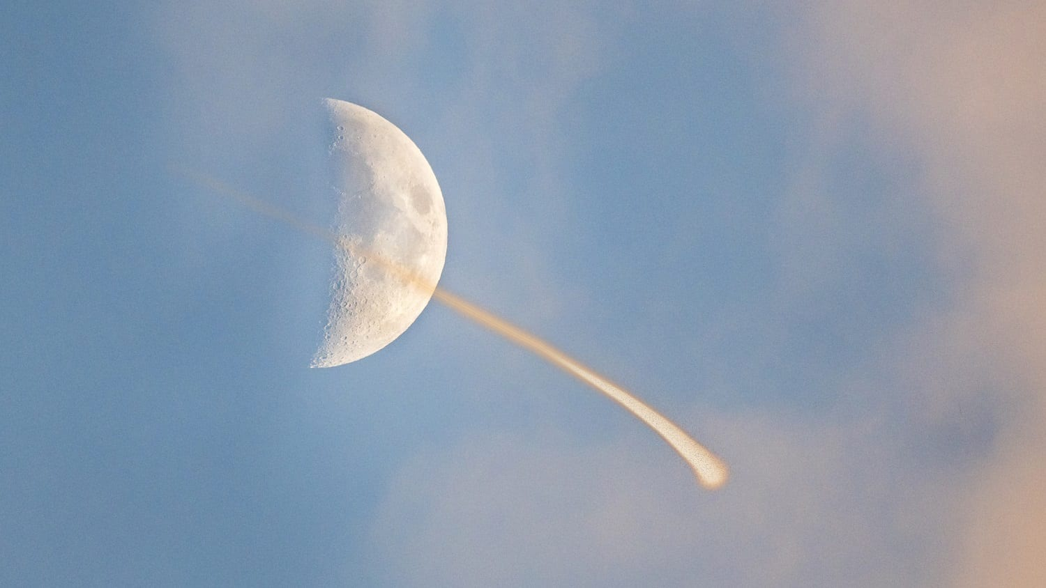 Meteor in front of the waxing moon: ID 140238662 © William Wise | Dreamstime.com