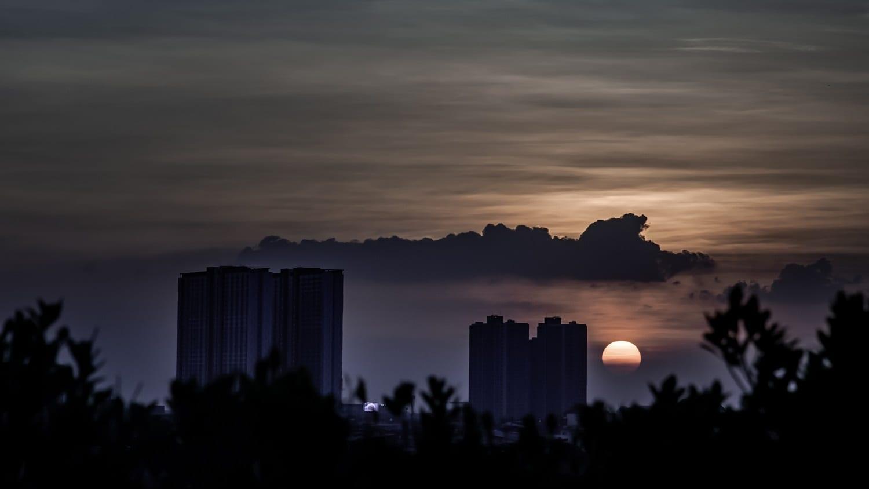 Cloudy sunset over Bankok: Photo 164461363 © Anutr Tosirikul | Dreamstime.com