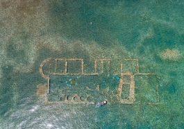 Sunken building ruins, Epidaurus at Argolida, Greece with diver: Photo 223093690 © Rawf88 | Dreamstime.com