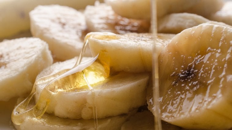 Banana slices with honey drizzled on top: ID 43640356 © Batke82 | Dreamstime.com
