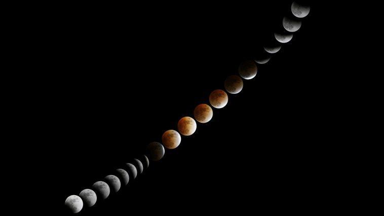 Lunar eclipse progression: Photo 10097916 © Stqcb | Dreamstime.com