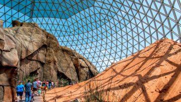 Henry Doorly desert dome: Photo 44380808 / Henry Doorly Zoo © Fotoeye75 | Dreamstime.com